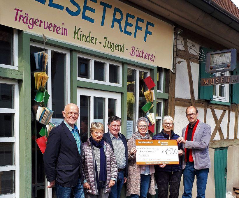 Fraktion spendet 1.500 Euro für den Lesetreff